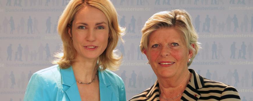 Bundesfrauenministerin Manuela Schwesig und die Präsidentin der Initiative Frauen in die Aufsichtsräte e.V. Monika Schulz-Strelow