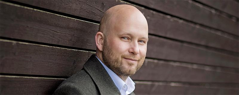 Mitarbeiter begeistern und Unternehmenserfolg steigern - Portrait des Autors Sebastian Purps-Pardigol