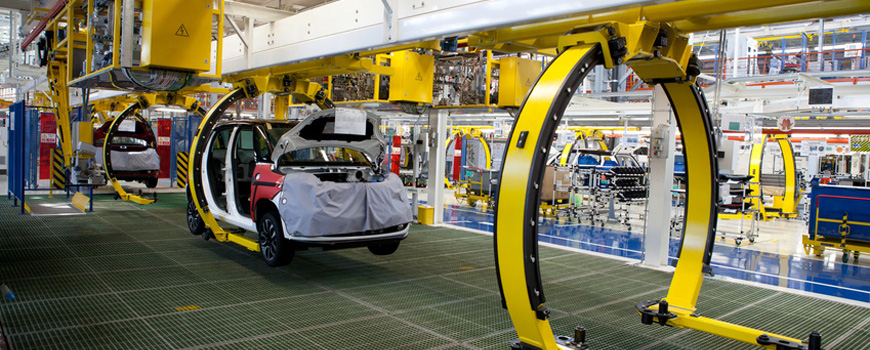 Werkhalle mit Produktionsstraße für Autos