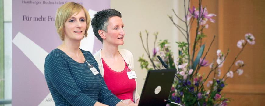 Begrüßung der neuen Stipendiatinnen durch das Projektteam Anne-Kathrin Guder und Dr. Britta Buth