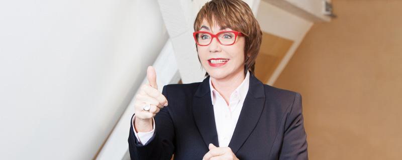 """Schluss mit der Dornröschen-Falle - Interview mit Sigrid Meuselbach über Stolpersteine weiblicher Karrieren und ihr neues Buch """"Weck die Chefin in dir"""" - Sigrid Meuselbach beim Vortrag"""
